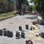 Ведутся строительные работы дорожки в парке «Древлянский»